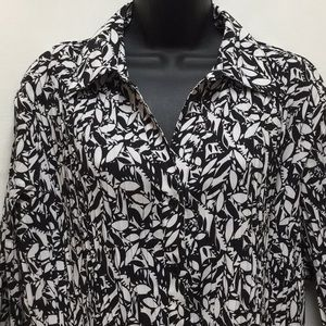 East 5th black/white Pleated style blouse sz 1X
